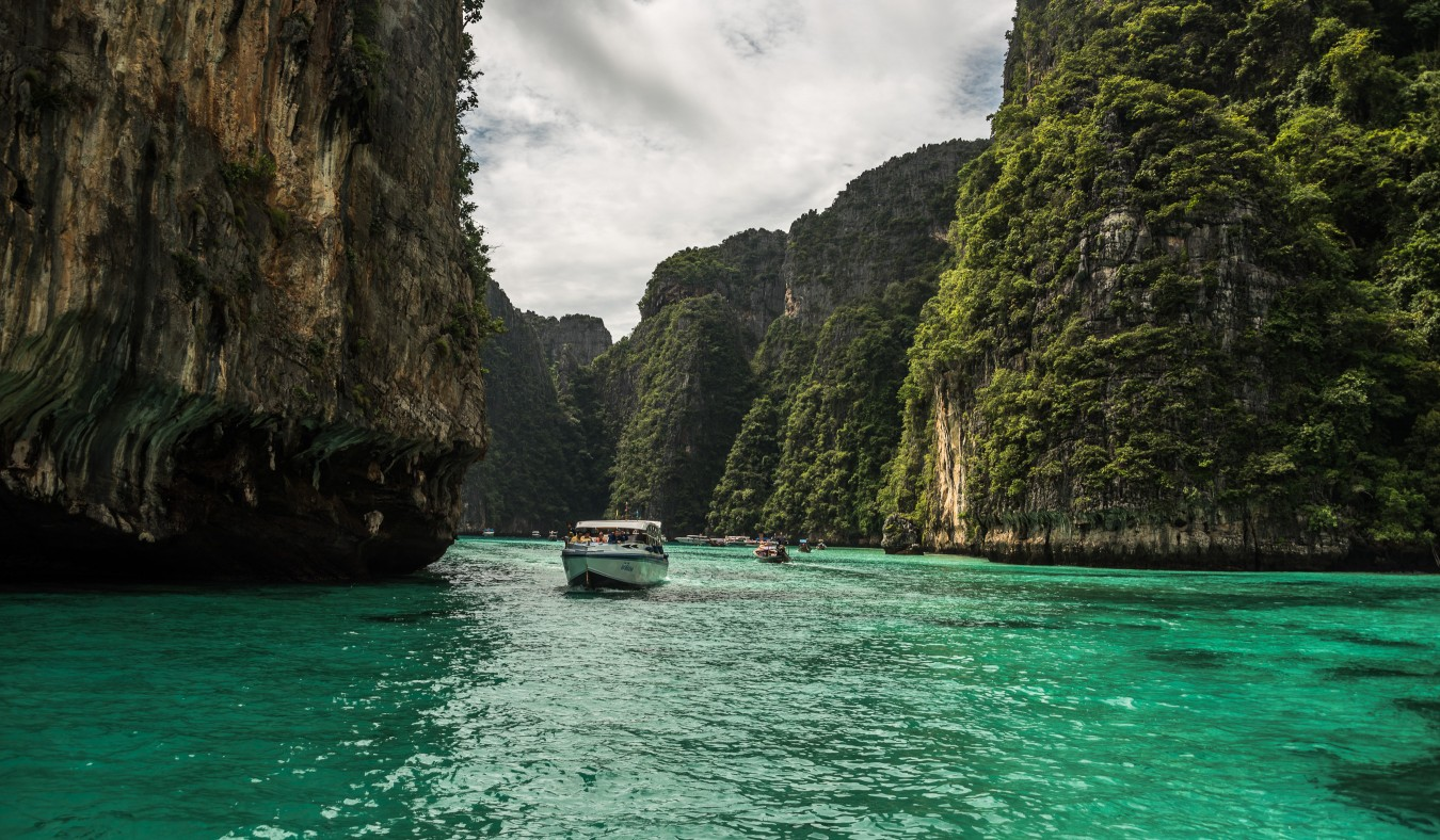 /gallery/journey_two/southern-thailand/full@2x/slavomir_hitka_southern-thailand-13.jpg?t=1511345328